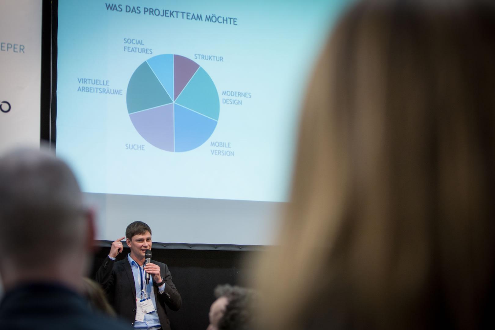 Felix Schröder beim Vortrag in der Enterprise Digital Arena