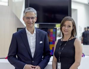 Lutz Hirsch (Geschäftsführer, HIRSCHTEC) und Alexandra Mennes (Senior PartnerDevelopment Manager,Microsoft Deutschland) in der Microsoft Deutschland-Zentrale in München.
